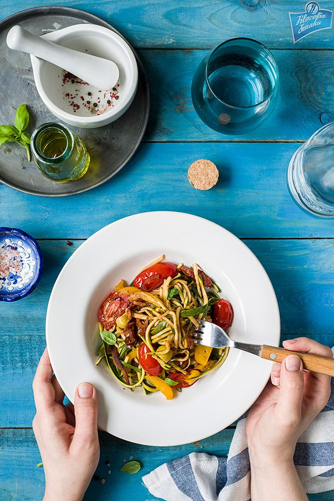 Wegańskie spaghetti z cukinii