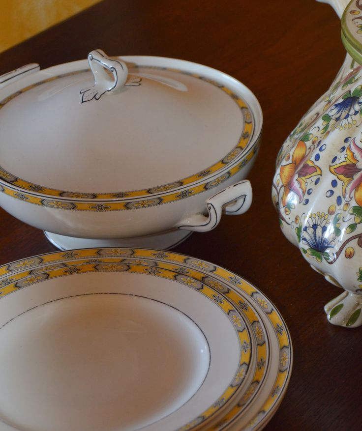 WH GRINDLEY ENGLAND CHESTER PATTERN china plates. This is a discontinued pattern.