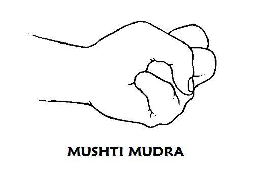 #mushti #mudra Según lo necesite o 3 veces al día durante 15 minutos. Activa la energía del hígado y del estómago, estimula la digestión y es de ayuda contra el #estreñimiento.