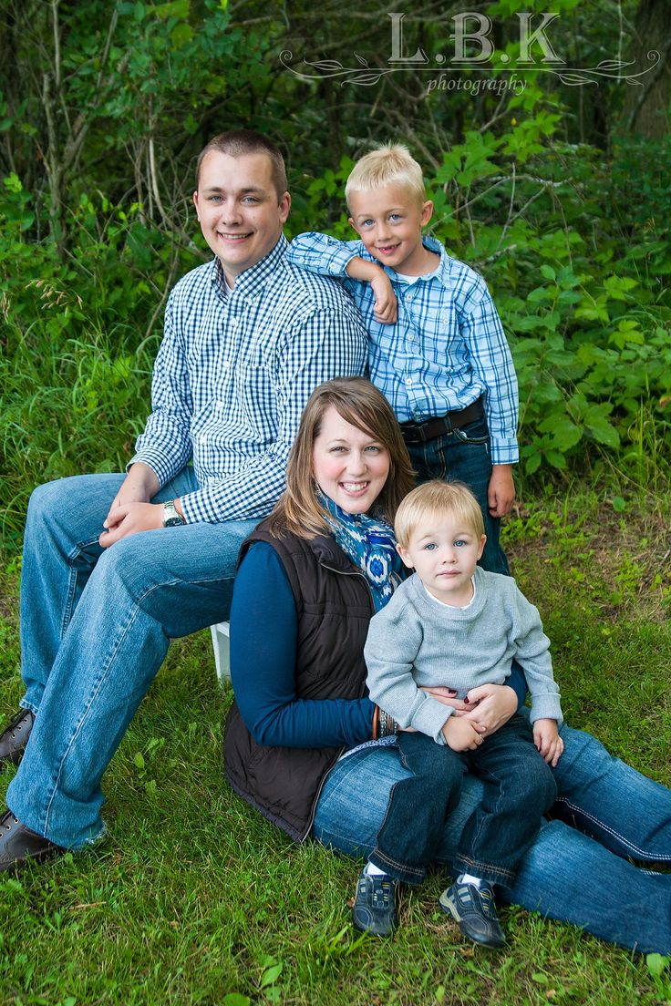 Great family of four pose! Family photo pose ideas. Blue and grey outfits.