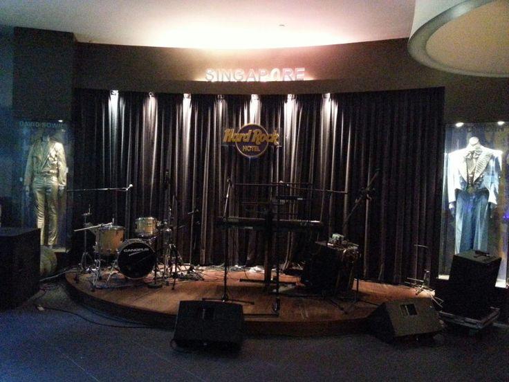 Lobby band
