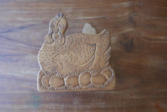 Vintage napkin holder, hen napkin holder, chicken kitchen, farmhouse napkin holder, farmhouse kitchen, chicken gift, chicken napkin holder