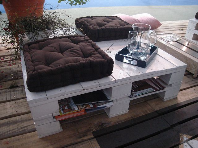 pallet patio table/seatPallets Coffee Tables, Coffe Tables, Ideas, Wooden Pallets, Pallets Tables, Wood Pallets, Diy, Old Pallets, Recycle Wood
