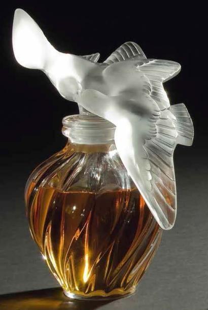 MARC LALIQUE (1900-1977) L'air du Temps, pour Nina RICCI, modèle créé en 1951 Rare version géante de ce flacon de parfum.