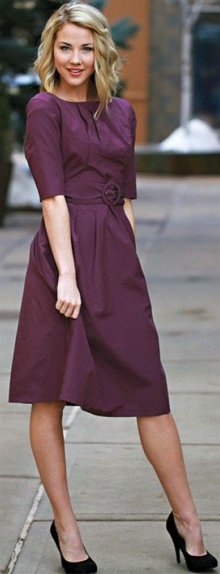 Purple dress ! This dress design is the one by far that flatters All women of all shapes and size. Sleeve length needs to line up with waist area. Dress length is the most flatering for all female legs. And of course the close toe high heel in neutral color is perrrfect for overall look!