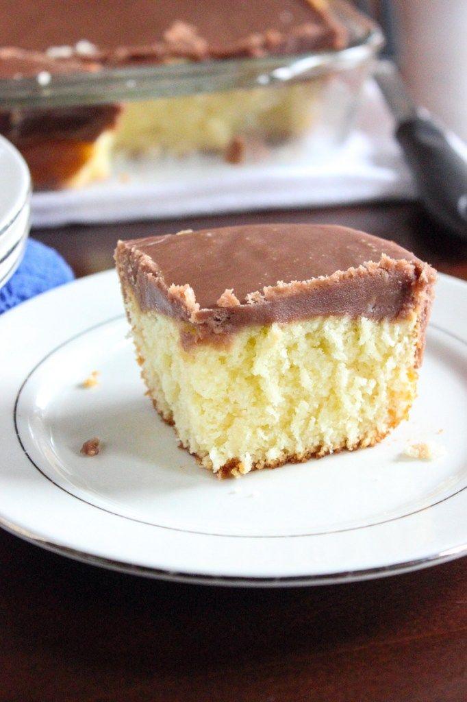 Weißer Texas Sheet Cake mit Schokoladenfondant-Bereifen   – Cakes