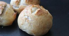 Si te apetece iniciarte en el mundo de la elaboración del pan, pero no te atreves, lo mejor es que comiences por esta receta que nos traen desde el blog COCINA FÁCIL Y ELABORADA.
