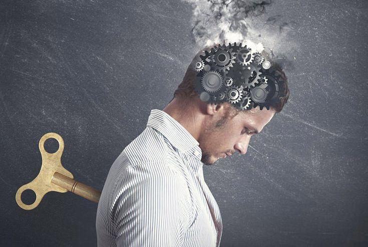 Son makalelerimde mevcut iktidar paradigmasının ölümcül kusurlarını belirttim; Materyalizmin paradigması ikili düşünceye dayanıyordu. Materyalizm, yalnızca gerçekliğimizin birçok önemli yönünü açıklamayı başarmakla kalmaz, mantıksal yapısı da başarısız olur. Materyalizm geçmiş hayatın geri çağrıl... http://www.boylesiyok.com/yanilgi-gucu-illuzyon-gucu/ Böylesi Yok!