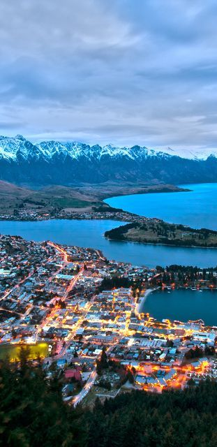 Queenstown, Nueva Zelanda / Queenstown es una población de la región de Otago en el suroeste de la Isla Sur de Nueva Zelanda. Está ubicada en un entrante de tierra en el lago Wakatipu, que es un lago de forma alargada