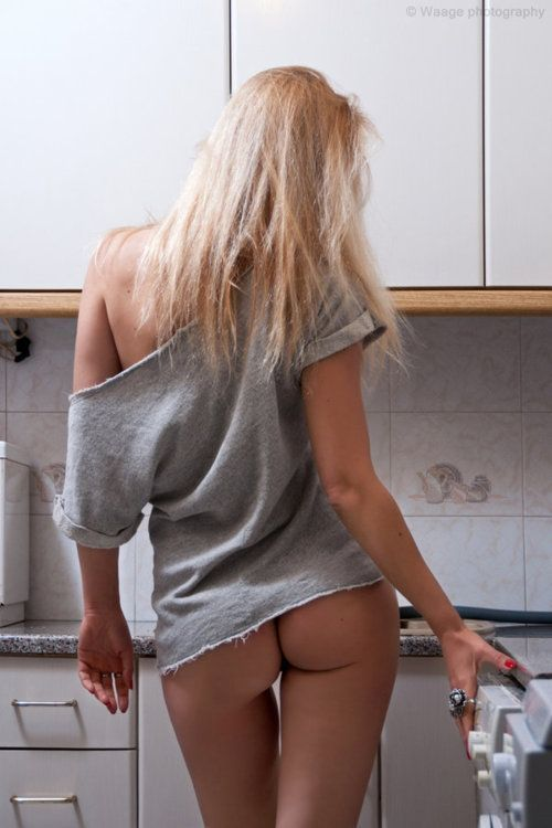 women and kitchens nude
