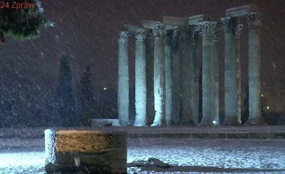 VIDEO: Silný mráz sužuje Řecko, antické Athény jsou pod sněhem