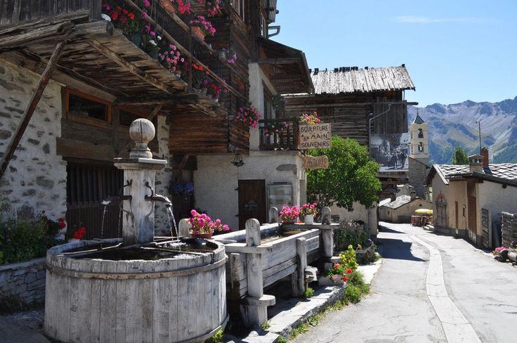 Saint-Véran dans les Hautes Alpes, la plus haute commune d'Europe  Altitude 2040 m