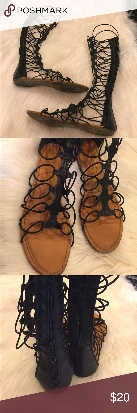 BAMBOO BLACK STRAPPY THIGH HIGH SANDALS EUC, minor scuffs near the toe area. The straps are adjustable and zipper running along the back of the sandals. Measurements: 15in long. BAMBOO Shoes Sandals