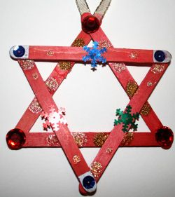 Christmas star decoration - this is with Popsicle sticks, but do it with yard sticks, painted white, for a yard decoration