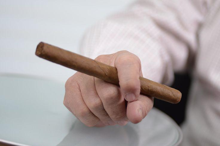 Un puro lo llevará al verdadero placer de fumar.