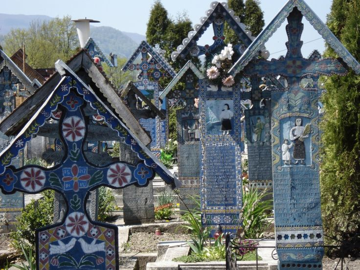 Sapanta town fame comes from his famous Merry Cemetery has become a major tourist attraction. Cemetery name comes from the multitude of crosses from the colorful and satirical poems that are epitafele inscription on the cross.