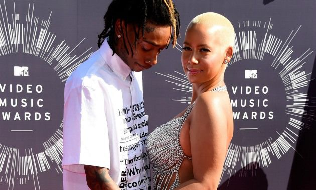 Amber Rose Caught Wiz Khalifa In Bed With Twins? http://hellobeautiful.com/2014/09/30/wiz-khalifa-cheated-amber-rose-divorce/