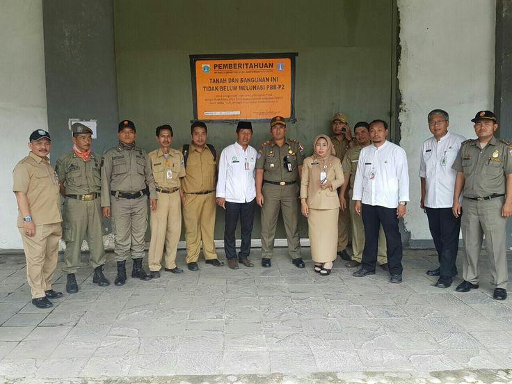 pemasangan stiker tanda penunggak pajak di wilayah Kecamatan Tambora tgl 31 Oktober 2016