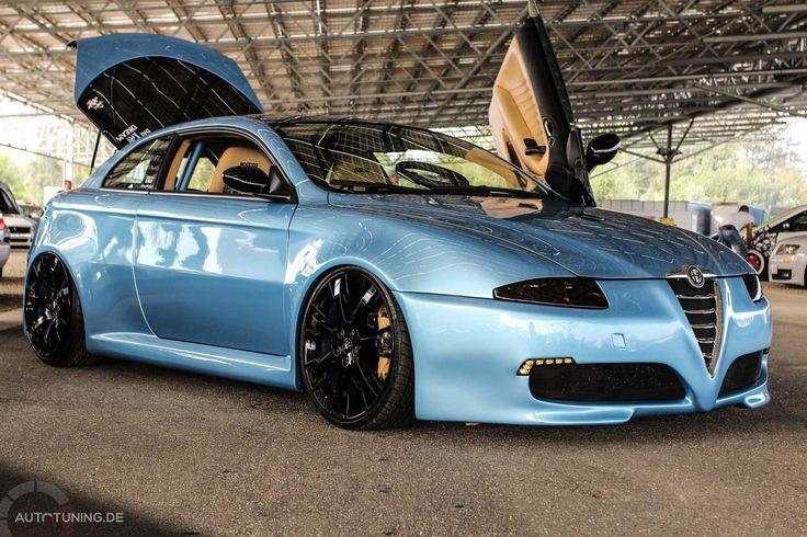 Dieses Ausnahmeshowcar - der Alfa Romeo GT Liqidsnake - rollt auf schwarzen Maserati Felgen. Im Innenraum wurde auf Zubehör auf dem Hause Sparco gesetzt.