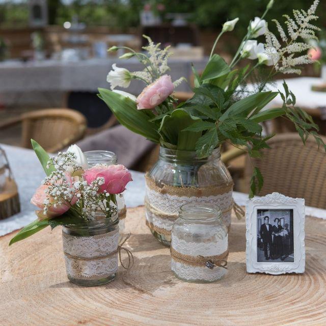 Table centre piece wedding, bloemen en oude trouwfoto's