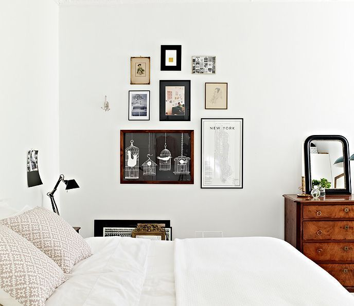 Wanna reign in your wall art collection? Group it together like this for an organized look. How easy is this? -EL
