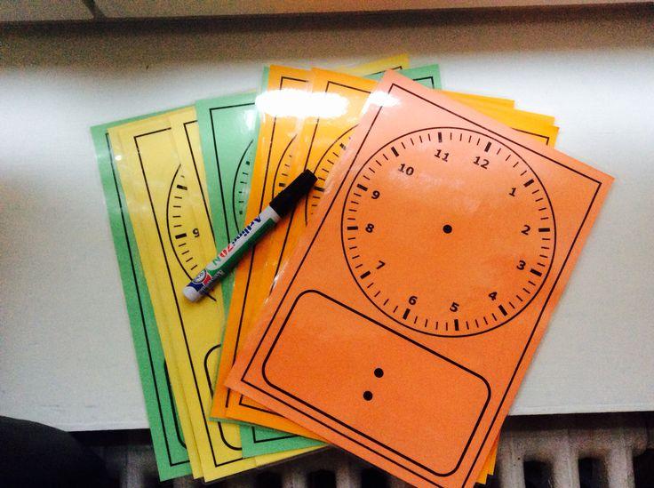 Lege analoge klok + lege digitale klok. Gelamineerd en afwasbaar.