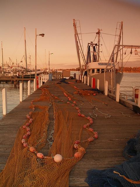 Lakes Entrance, Victoria, Australia http://bamboonets.com/netting-techniques-2/trawl-nets/