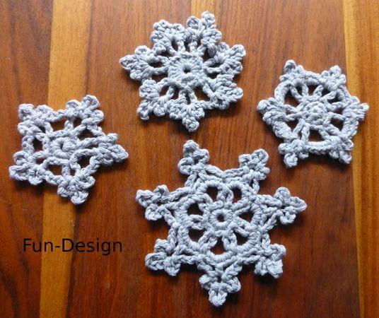 Jetzt als Deko / Streudeko / Winterdeko +++ auch als Anhänger für den Weihnachtsbaum schöne Schneeflocken / Schneekristalle häkeln. Probiers gleich mal aus.