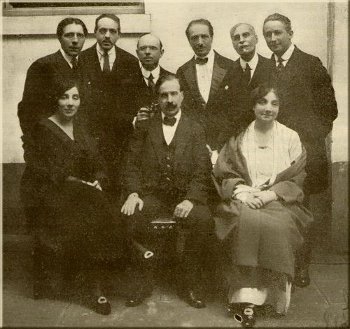 Professors who taught at the Ecole Normale de Musique in Paris in May-June 1922. From left to right, standing: Alfred Cortot, Reynaldo Hahn, Pablo Casals, Jacques Thibaud, Maurice Emmanuel, Marcel Dupré. From left to right, seated: Wanda Landowska, Maurice Hayot, Ms. Croiza.  (Courtesy of the Musical World, Musical in Canada p.13, December 2, 1922, coll. Martial Morin.) DR (http://www.musimem.com/hahn_reynaldo.htm #)