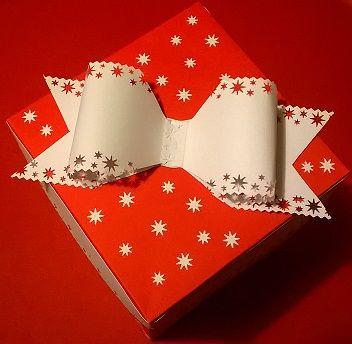 Scrapbooking - Fiocco creato con cartoncino fustellato.