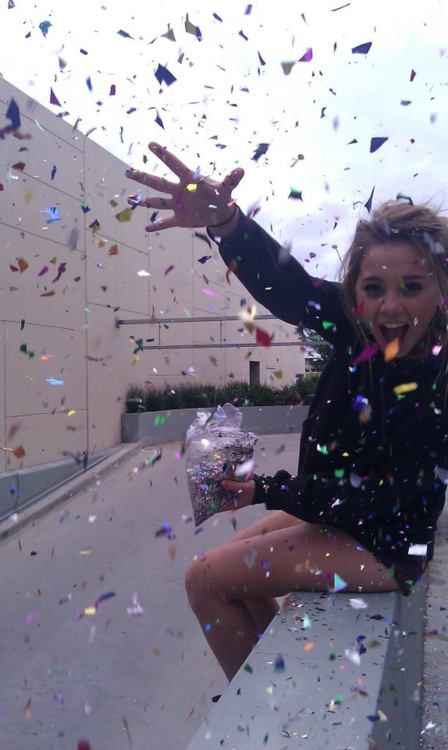 throw some glitter, make it rainnnn.