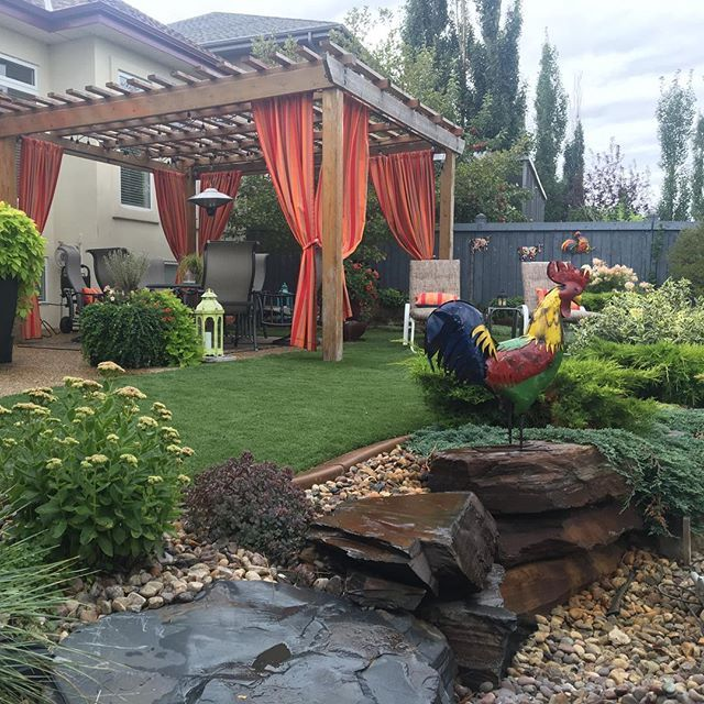 A project that we completed 6 years ago. Still growing in nice. #yeglandscaping #yeggers #yeggarden #hardscapebrotherhood #hardscape4life #hardscapeconstruction #kdmconstruction #edmontongardens