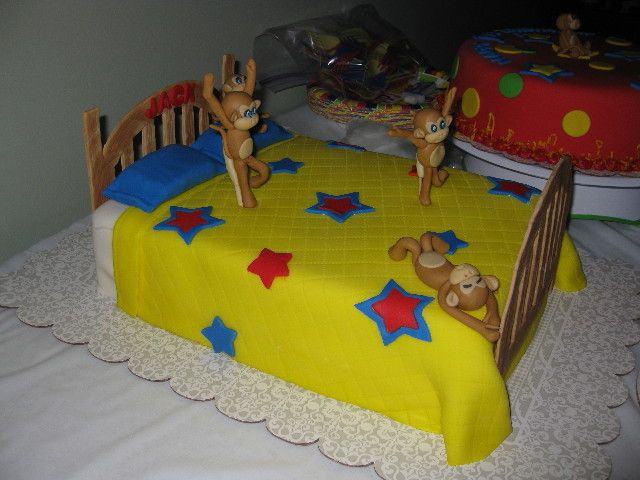 Four Little Monkeys Jumping on the Bed cake: Cakes Leslie, Amazing Cakes, Kids Cakes, Cute Cakes, Derek Monkey, Decoration Cakes, Beds Cakes, Cakes Idea, Birthday Cakes