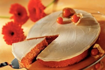Porkkanakakku // Herkkusuiden suosikin salaisuus piilee mehevässä, hienoksi raastetussa porkkanassa. #leivonnaiset #elovena http://www.elovena.fi/resepti/-/p/porkkanakakku?reid=RECIPE_334