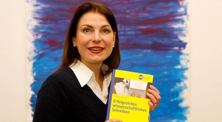Simone Fischer kennt die Sorgen und Nöte der Studierenden, wenn es um das Schreiben wissenschaftlicher Arbeiten geht. #BWL #VWL