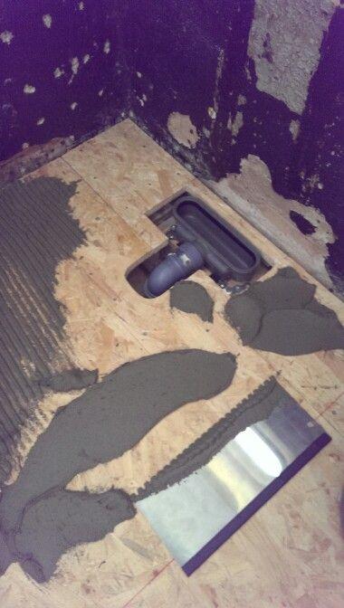 Klæbning af Wedi plader på gulv