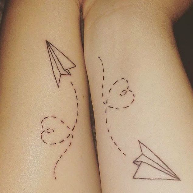 21 Minimal Tattoos Ready to Reflect Love Between Lovers and Dying