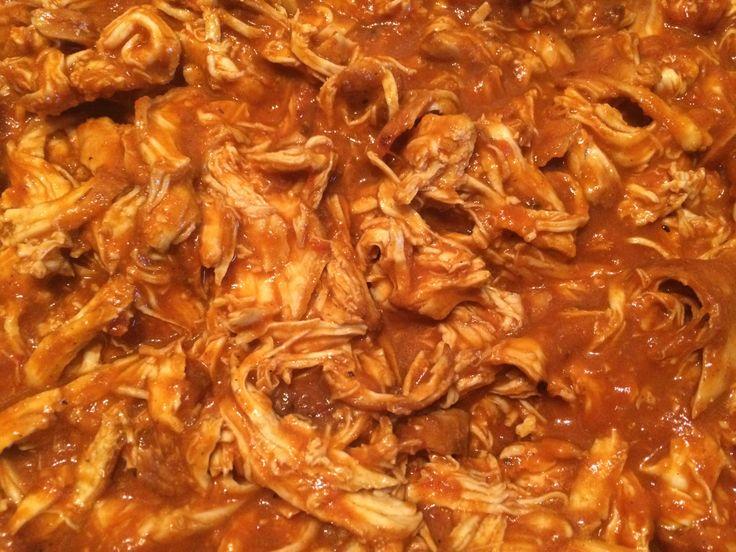 Hier stelle ich ein weiteres super-vielseitiges Pulled Chicken -Rezept vor. Ich bereite immer eine große Menge davon zu und friere den Großteil ein. Dann habe ich jeder Zeit ein schnelles Mittagess…