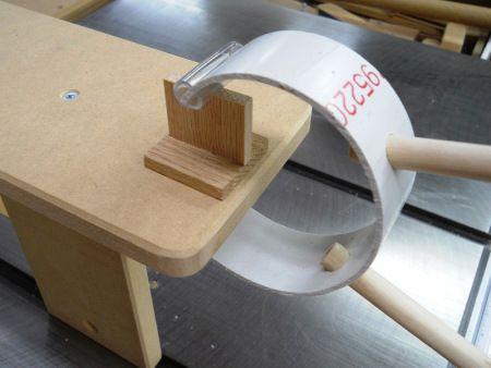 Pouvez-vous imaginer une série de telles pinces pour coller une latte sous les bords du plateau d'une table pour ajouter de l'épaisseur