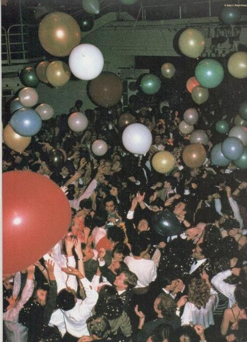 An old school New Years eve party. Every guest releases a balloon after countdown.
