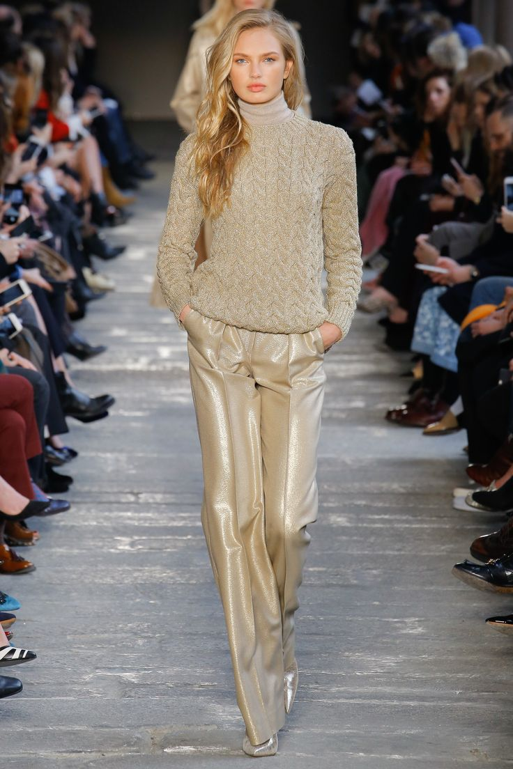 Max Mara Fall 2017 Ready-to-Wear Fashion Show - Romee Strijd