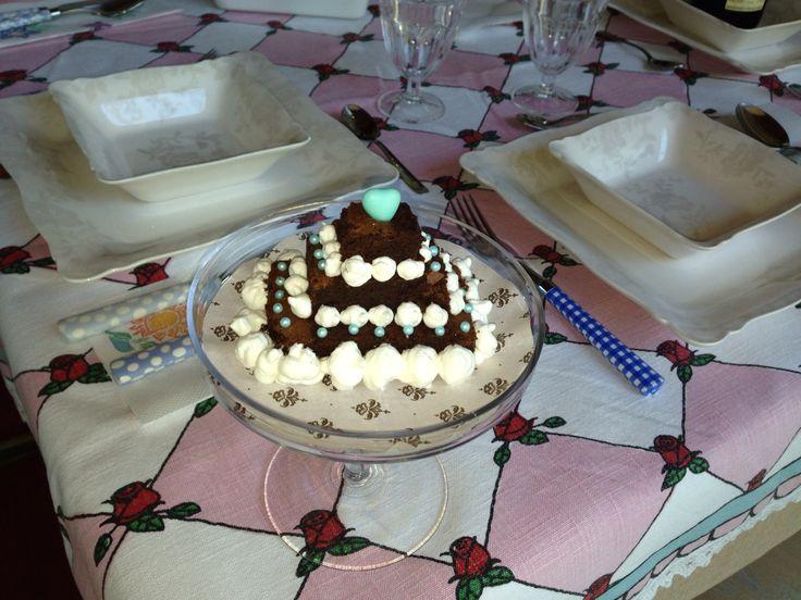 Piccola torta al cioccolato e panna