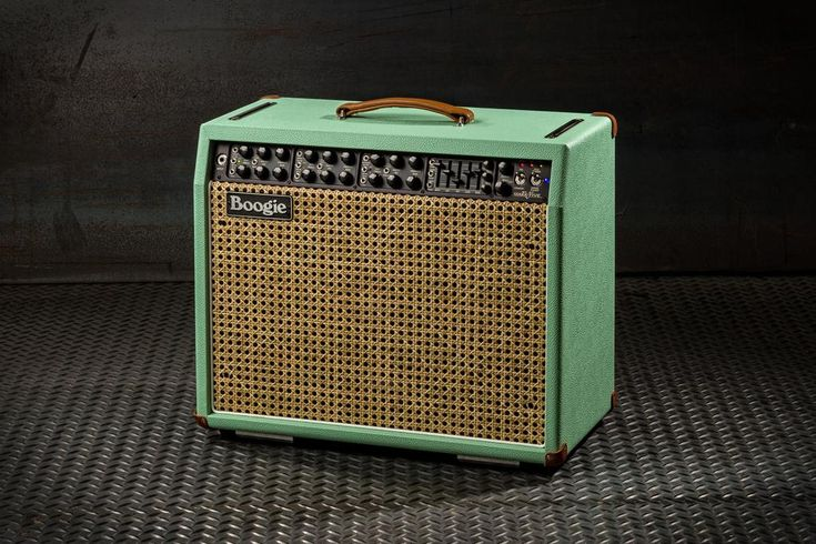847 best hd amps and pedals images on pinterest bass guitars guitar amp and bass amps. Black Bedroom Furniture Sets. Home Design Ideas