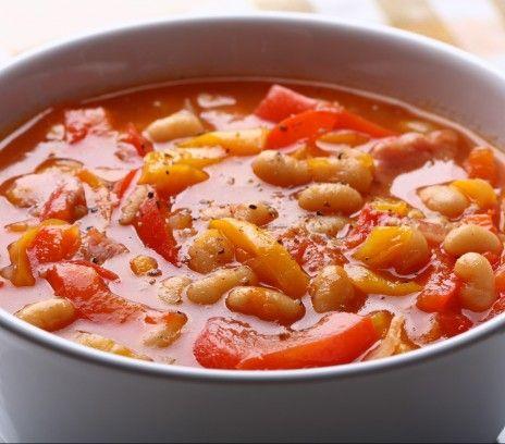 Zupa fasolowa z papryką. Przepis Magdy Gessler