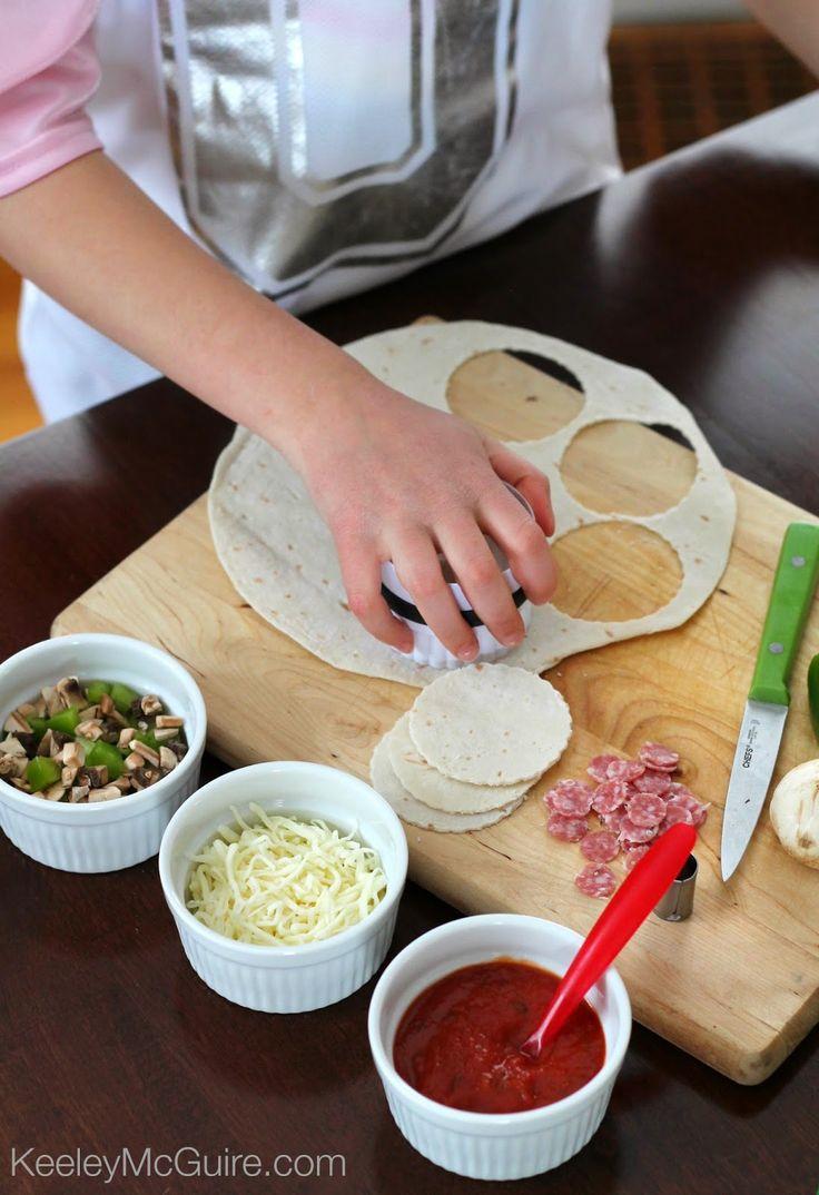 Gluten Free DIY Mini Pizzas! #UdisGlutenFree Great for kids & a fun lunch idea!