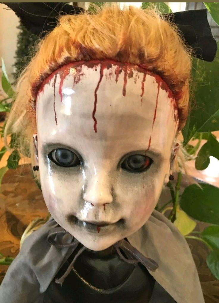 Oh so creepy!!  Dark dolls