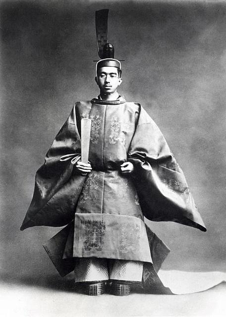 Hirohito in crown attire 1928