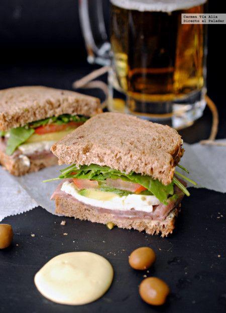 Sandwich de ternera marinada con rucula a la mostaza