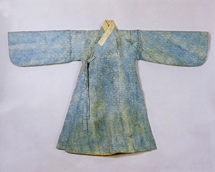 Blue, silk brocade jingnyeong (overcoat worn by men) belonging to Gwanghaegun or Prince Gwanghae (1575 – 1641; reigned 1608–1623). Important Folklore Cultural Heritage 3-1.