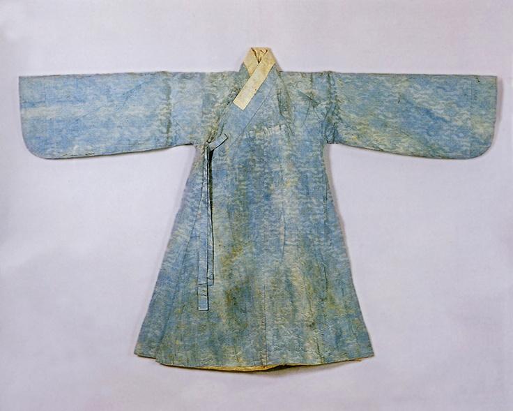 Blue, silk brocade jingnyeong (overcoat worn by men) belonging to Gwanghaegun or Prince Gwanghae (1575 – 1641; reigned 1608–1623). Important Folklore Cultural Heritage 3-1.